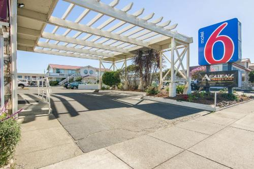 Motel 6 Fort Bragg Photo