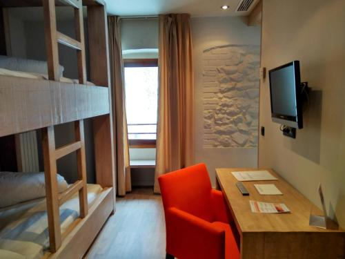 Habitación Cuádruple con ducha Hotel Santa Cristina Petit Spa 9