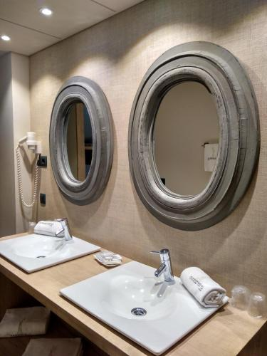 Habitación Cuádruple con ducha Hotel Santa Cristina Petit Spa 14