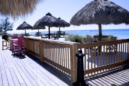 Anna Maria Island Beach Breeze Two-bedroom Apartment