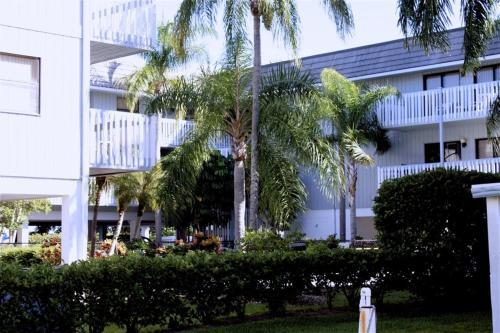 Anna Maria Island Beach Palms 5b Two-bedroom Apartment