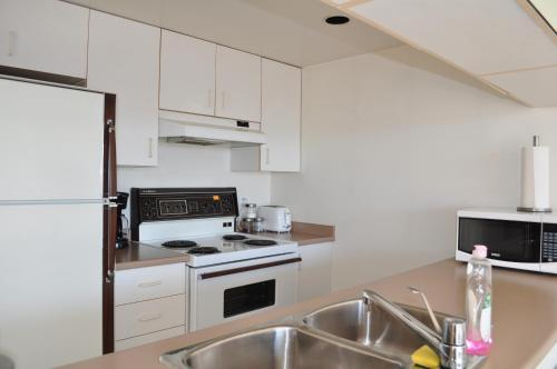 2 Beds - Skyline Views From Downtown Studio - Vancouver, BC V6E 4K2
