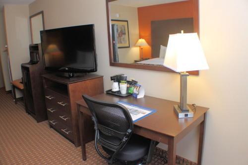 Best Western Inn & Suites Photo