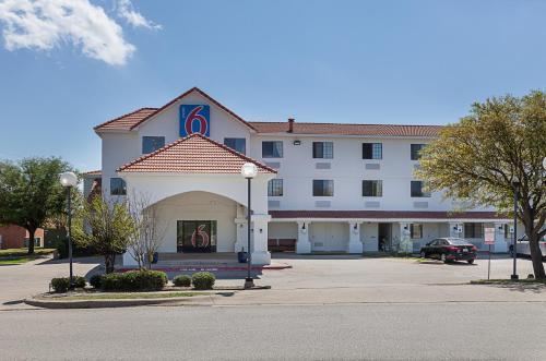 Motel 6 Bedford
