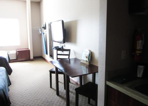 Bell's Extended Stay and Suites Photo