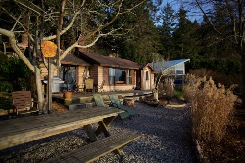 Halfmoon Haven Beachfront Retreat And Spa - Halfmoon Bay, BC V0N 1Y1