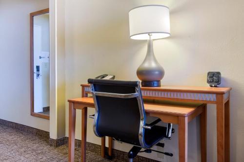 Comfort Suites Normal Photo