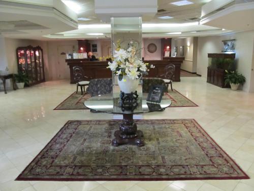 Ramada Plaza Hotel Hagerstown Photo