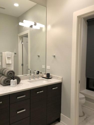 Modern East Lakeview 3 Br