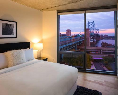 Luxury Riverfront 2-bedroom In Old City - 97 Walk Score! - Philadelphia, PA 19106
