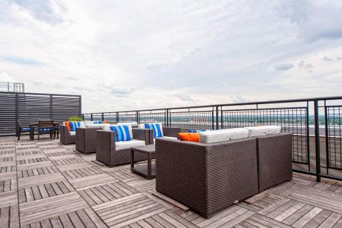 Downtown Convenience With Breathtaking Rooftop Views! - Louisville, KY 40202