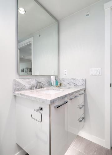 Modern Spacious Central Suite By Riverpark - Vancouver, BC V5S 0C4