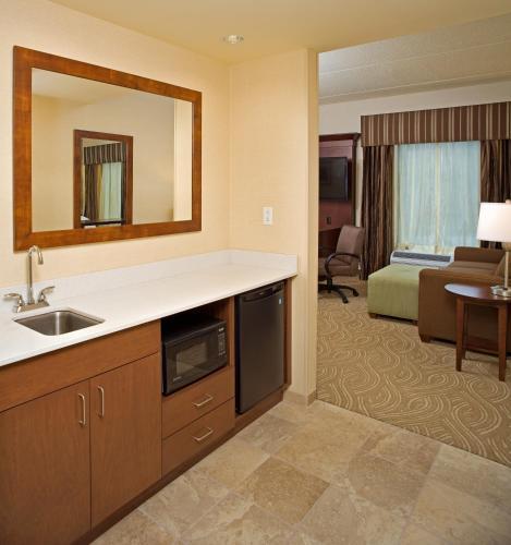 Hampton Inn & Suites Pittsburgh Waterfront in Homestead