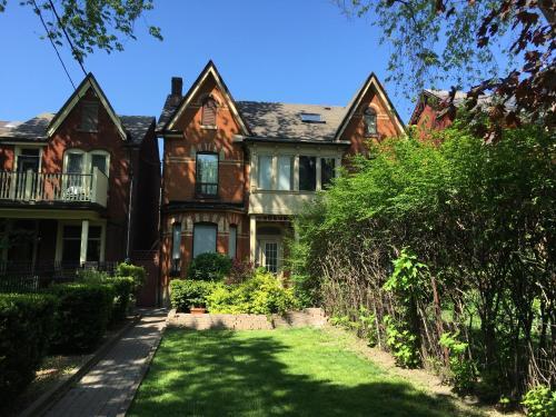 Kensington Suites Photo 9