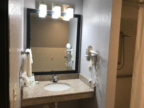 AmericInn Lodge & Suites Ankeny Photo