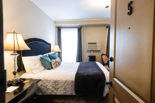 Camas Hotel Photo