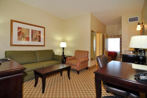 Country Inn & Suites by Radisson, Conway, AR Photo