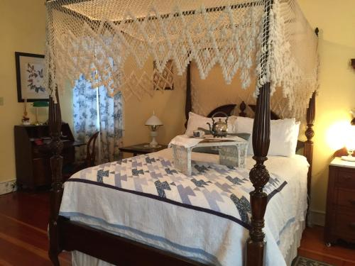 Magnolia Cottage Bed And Breakfast - Natchez, MS 39120