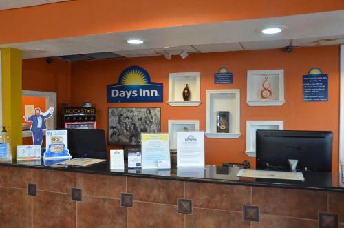 Days Inn Airport Nashville East Photo