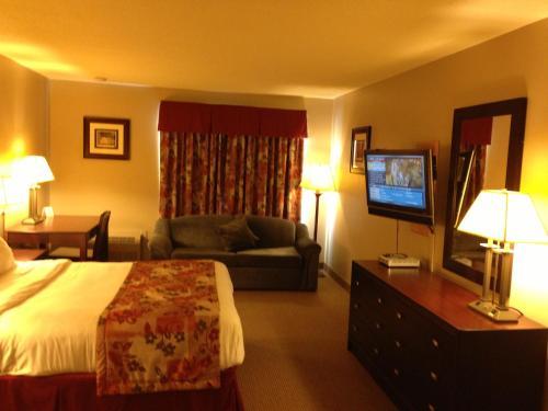 Petawawa River Inn & Suites - Petawawa, ON K8H 1W9