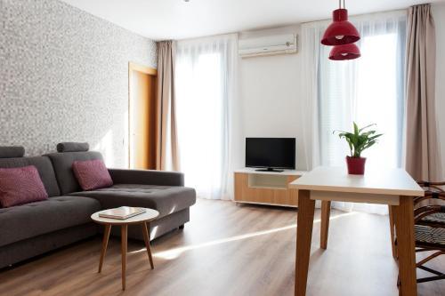 MH Apartments S. Familia photo 5