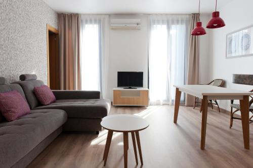 MH Apartments S. Familia photo 6