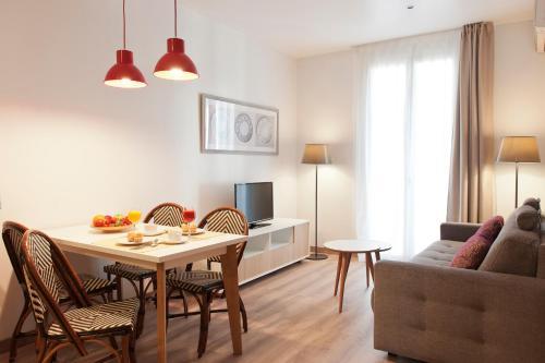 MH Apartments S. Familia impression