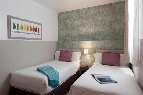 MH Apartments S. Familia photo 17