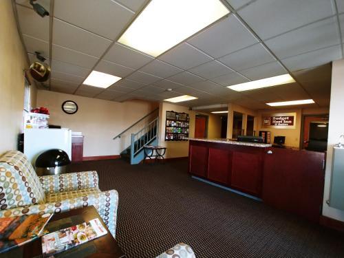 Budget Host Inn - Lancaster, PA 17602