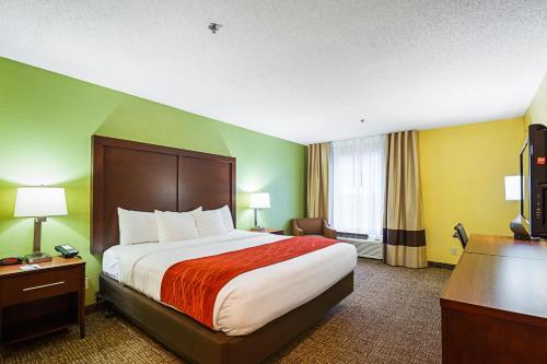 Comfort Inn & Suites Dayton Photo