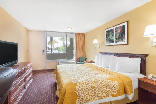 Days Inn Orlando Near Universal Photo