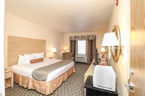 Best Western Plus North Las Vegas Inn & Suites Photo