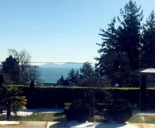 Luxurious White Rock 2 Bedroom Mansion - White Rock, BC V4B 1A5