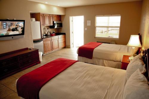 Lake Grassy Inn & Suites
