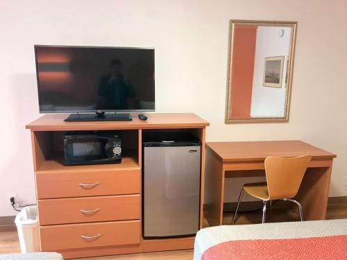 Motel 6 Concord Photo