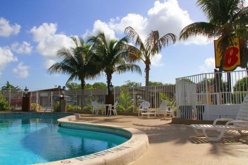 Super 8 Lantana West Palm Beach Photo