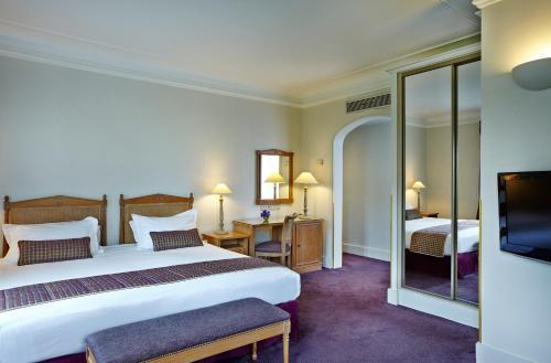 Royal Hotel Paris Champs Elysées photo 29