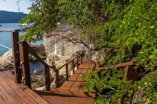 B Pichilingue Rooms & Beach Club Photo