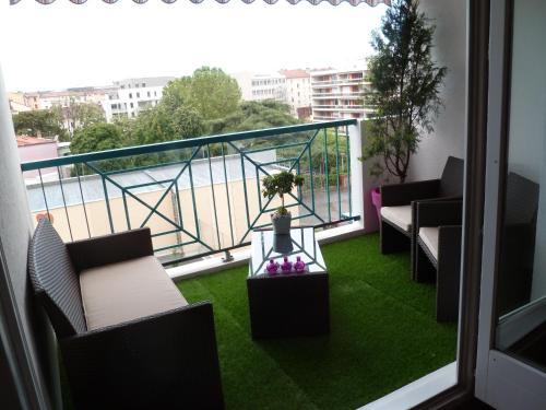 Le bellini chambre d 39 h tes 42 rue des tuiliers 69008 for Le jardin 69008 lyon