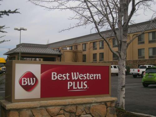 Best Western Plus Olympic Inn Photo