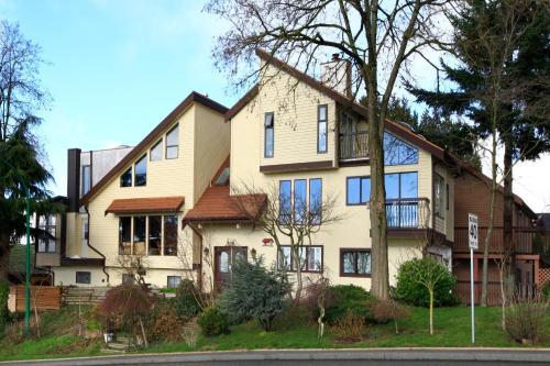 Pandora House - Burnaby, BC V5B 1L5