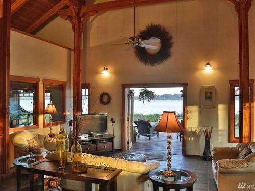 257 - Penn Cove Paradise