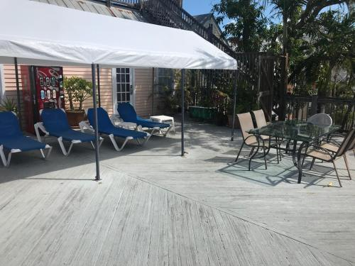 New Orleans House - Gay Male-only Guesthouse - Key West, FL 33040