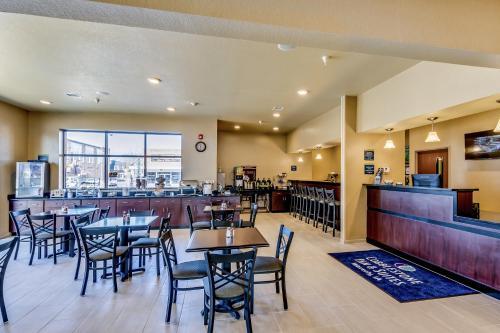Cobblestone Inn & Suites Waverly - Waverly, IA 50677