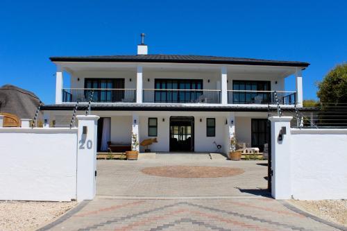 Whale Rock Luxury Lodge Photo