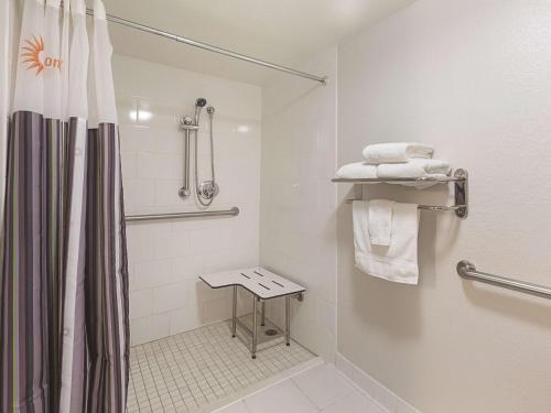 La Quinta Inn & Suites Sarasota Downtown Photo