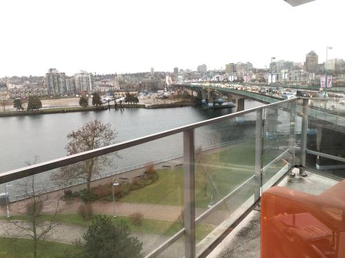 False Creek Water View 3bedroom - Vancouver, BC V6C 0B3