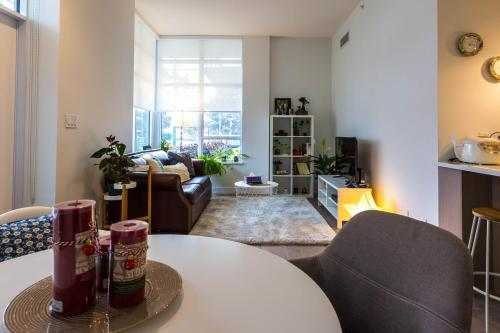 Oakridge 1 Bedroom Apartment - Vancouver, BC V5Z 2M9
