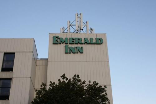 Emerald Inn - Maplewood, MN 55109