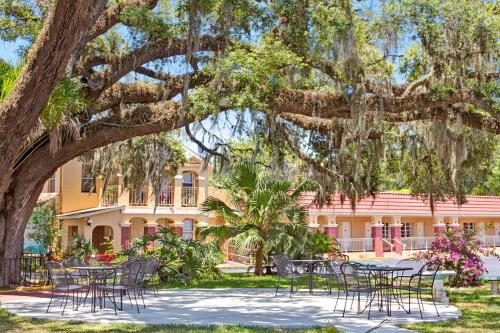 Howard Johnson Inn at Saint Augustine Historic District Photo